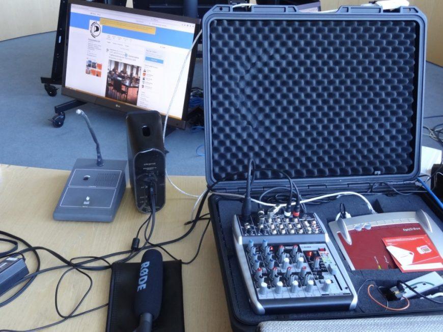 Per Mumble funktionierte die Sprachübertragung und per Periscope kam der Video-Stream von Kiel nach Düsseldorf. Manchmal kann ortsunabhängige Demokratie so einfach sein.